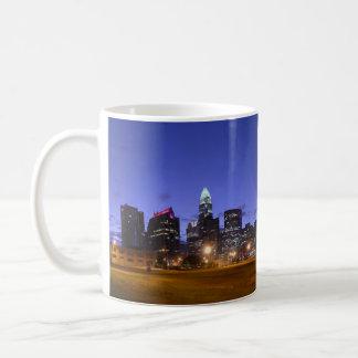 Caneca da skyline de Charlotte