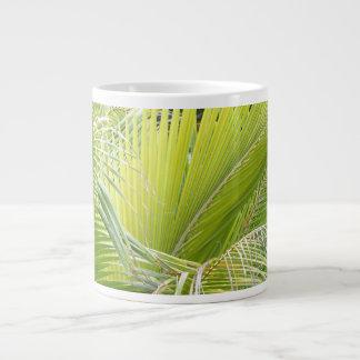 Caneca das frondas da palma