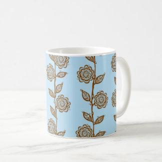 Caneca das videiras da flor do Doodle - azul e
