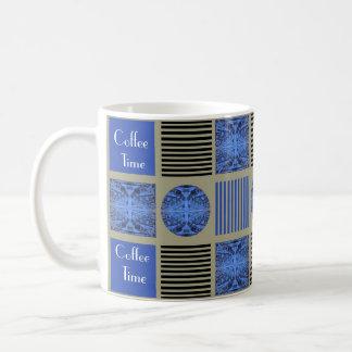 Caneca De Café 4 figuras no design azul da edredão de retalhos