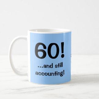 Caneca De Café 60 ainda que explicam! Citações do aniversário do