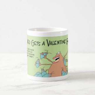 Caneca De Café A aranha obtem um presente dos namorados