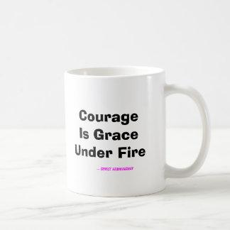 Caneca De Café A coragem é benevolência sob o fogo