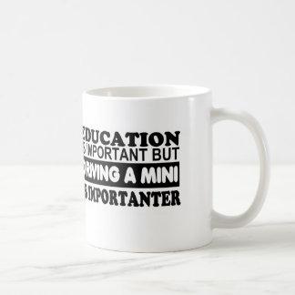 Caneca De Café A educação é importante mas conduzindo um mini…