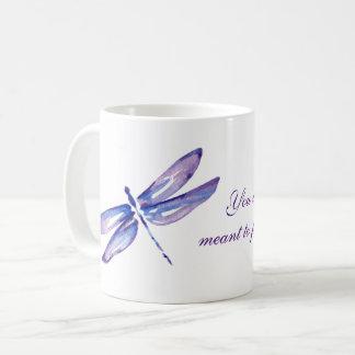 Caneca De Café A libélula roxa inspirada agride presentes