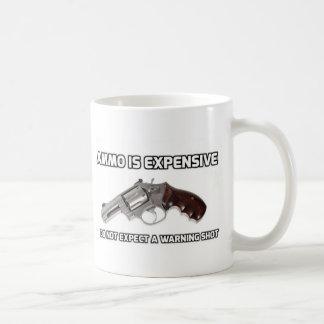 Caneca De Café A munição é cara não espera um disparo de