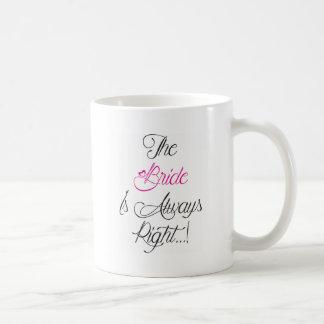 Caneca De Café A noiva está sempre presente direito do noivado