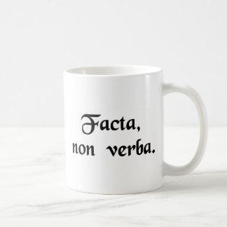 Caneca De Café Ações, não palavras