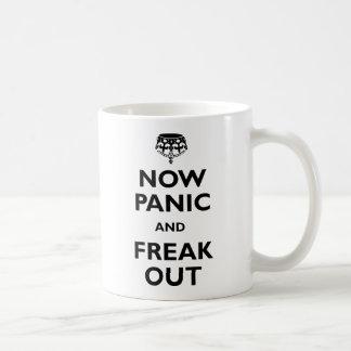 Caneca De Café Agora pânico e arrepiante para fora