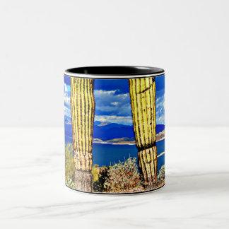 Caneca de café agradável das colunas do Saguaro do