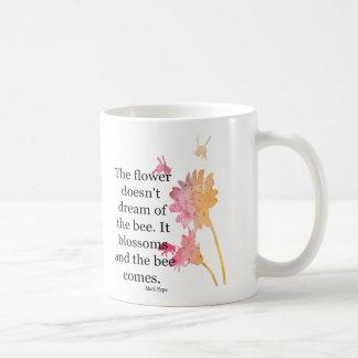 Caneca De Café Agrida a flor não sonha da abelha