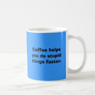 Caneca De Café Ajudas do café você faz coisas estúpidas mais