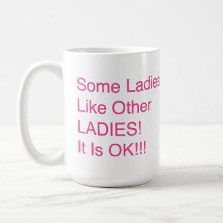 """Caneca De Café """"Algumas senhoras, como outras SENHORAS! É"""