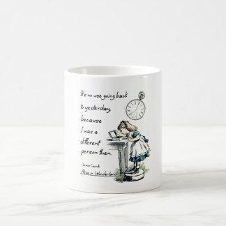 Caneca De Café Alice em citações do país das maravilhas