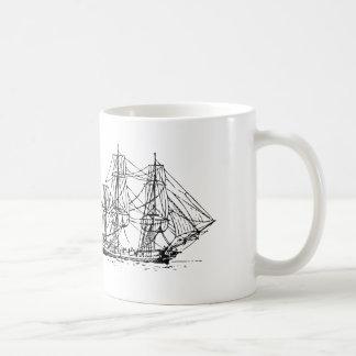 Caneca de café alta dos navios do marinheiro e das