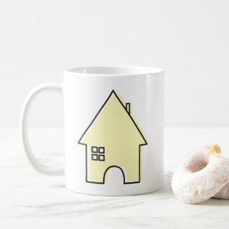 Caneca de café amarela da casa
