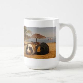 Caneca De Café Amigos da cobaia na praia