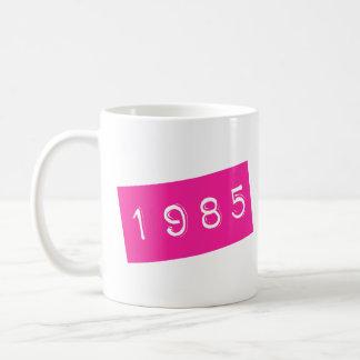 Caneca De Café Aniversário gráfico retro cor-de-rosa de Birthyear
