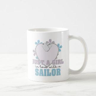 Caneca De Café Apenas um marinheiro da menina