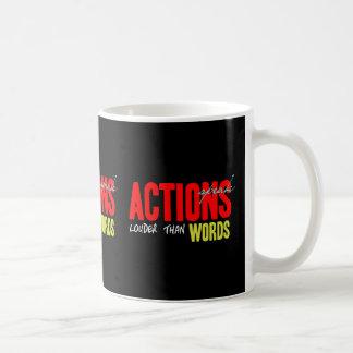 Caneca De Café As ações falam mais ruidosamente