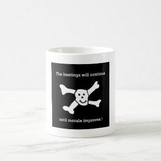 Caneca De Café As batidas continuarão até que a moral melhore!