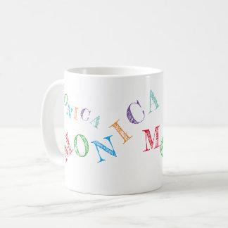 Caneca De Café as letras coloridas de seu nome esfriam &