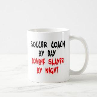 Caneca De Café Assassino do zombi do treinador do futebol