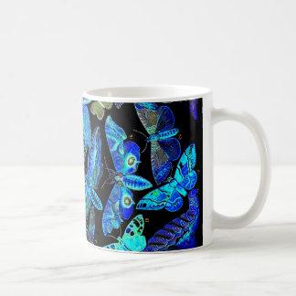 Caneca de café assustador da traça da borboleta do