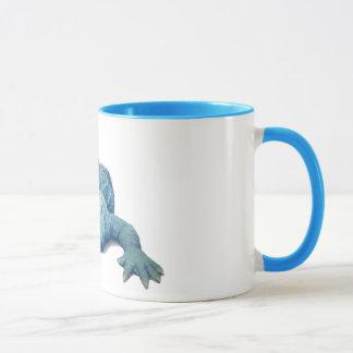 Caneca de café azul do jacaré