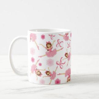 Caneca De Café Bailarina que pula no rosa