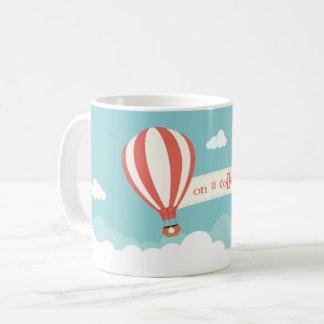 Caneca De Café Balão de ar quente 'em um café High
