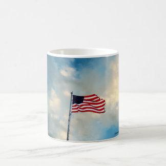 Caneca De Café Bandeira esfarrapada nos ventos da mudança