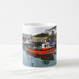 Caneca De Café Barcos de pesca no porto de Mevagissey