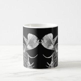 Caneca De Café Beijando as penas pretas & a arte fotográfica
