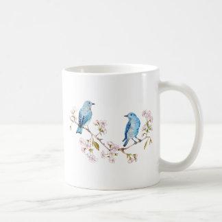 Caneca De Café Bluebirds da montanha no ramo de Sakura