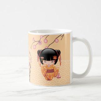 Caneca De Café Boneca de Ume Kokeshi - menina de gueixa japonesa