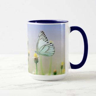 Caneca de café bonita das borboletas