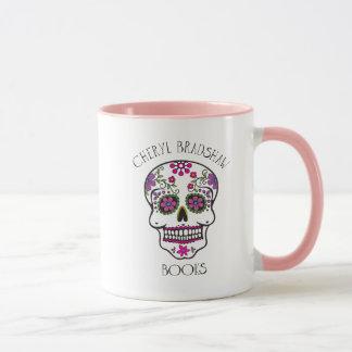 Caneca de café bonito do crânio do açúcar