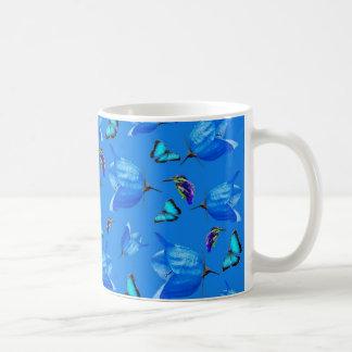 Caneca De Café Borboletas e flores de Bell azuis,