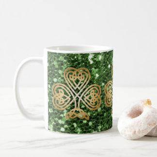 Caneca De Café Brilho celta de brilho dourado do falso do verde