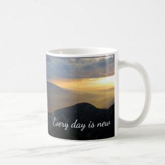 Caneca De Café Cada dia é novo