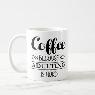 Caneca De Café Café porque Adulting é duro