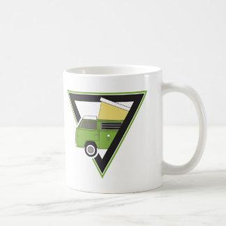 Caneca De Café camionete de campista verde clássica do triângulo