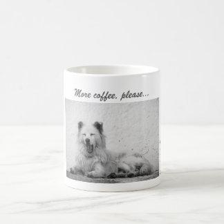 Caneca de café - cão branco sonolento em