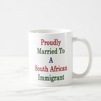 Caneca De Café Casado orgulhosa a um sul - imigrante africano