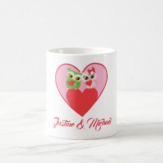 Caneca De Café Casal bonito da coruja no amor