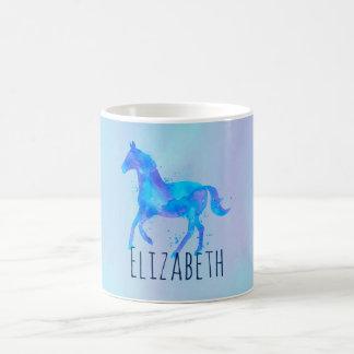 Caneca De Café Cavalo selvagem no costume azul e roxo da aguarela
