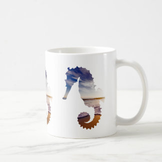Caneca De Café Cavalos de mar com fundo da praia