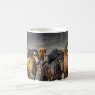 Caneca De Café Cavalos em um tiro