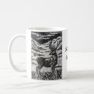 Caneca De Café Cervos escoceses em Linocut preto & branco nevado